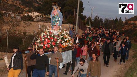VÍDEO/FOTOS Decenas de fieles procesionan a la Candelaria