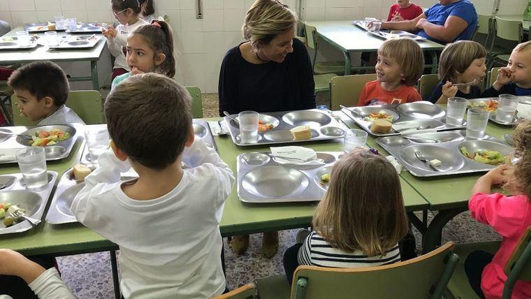Niños, en un comerdor escolar de la Región