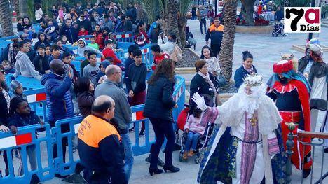 FOTOS La ilusión de los Reyes Magos reúne a cientos de niños