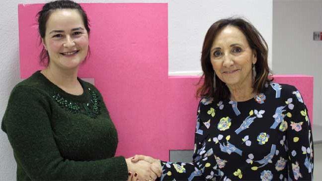 María Ángeles López, presidenta de Darmur, y Mª Josefa Fernández, gerente del Hospital Universitario de la UMU