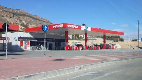 Cuatro encapuchados atracan la gasolinera de Cepsa con dos cuchillos