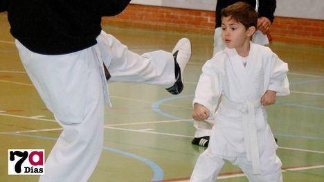 FOTOS Media docena de karatekas acude a la exhibición en Librilla
