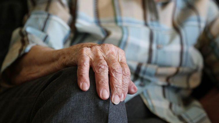 Alhama traslada a la Región las necesidades de los dependientes