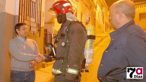VÍDEO/FOTOS Un héroe salva a su vecina del fuego y evita la tragedia