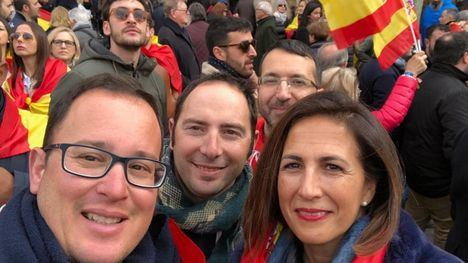 VÍDEO/FOTOS El PP de Alhama, en la protesta por la Unidad de España