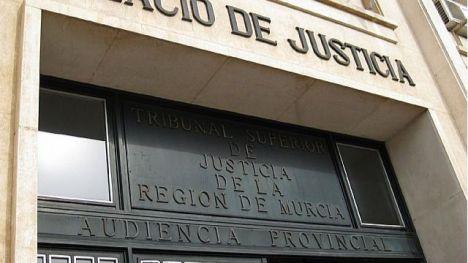 Dos condenados por vender joyas robadas en Alhama, absueltos