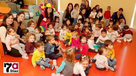 FOTOS Día de cuentos en el CAI Los Cerezos y en la Escuela A. Fuertes