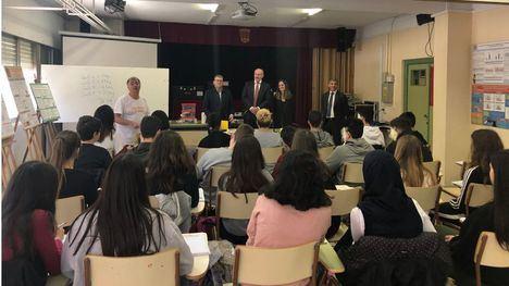 El director general de Atención a la Diversidad y Calidad Educativa, Francisco Martínez, asiste a una de las actividades organizadas dentro del programa 'Energía con conciencia'