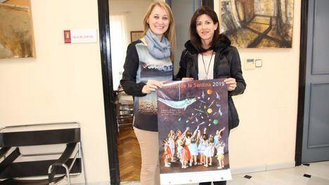 Perla Fuertes regala a Alhama el cartel de 'su' Entierro de la Sardina