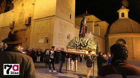 FOTOS Solemne via crucis con la Virgen de los Dolores