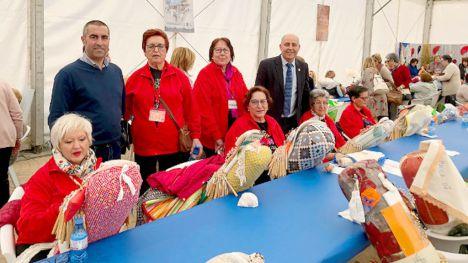 Bolilleras de Alhama asisten al Encuentro de Encajeras de H. Overa