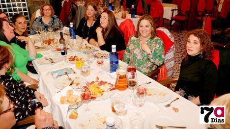 FOTOS Una cena cierra los actos de la jornada reivindicativa del 8M