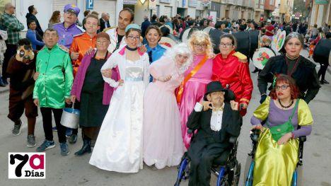 VÍDEO/FOTOS La alegría se adueña de calles en el desfile de Carnaval