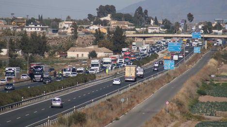 FOTOS Retenciones en la A7 por un accidente de tráfico