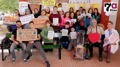 VÍDEO/FOT. 'Sin Planeta no hay futuro', advierte el IES M. Hernández