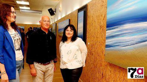 FOTOS Juan Nares lleva a Librilla el lumioso azul de mar en sus cuadros