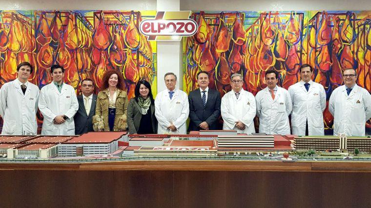 El embajador de Cuba visita las instalaciones de ElPozo