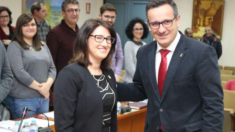 Isabel Cava el día de su toma de posesión como concejal en el Ayuntamiento, con Diego Conesa como alcalde.