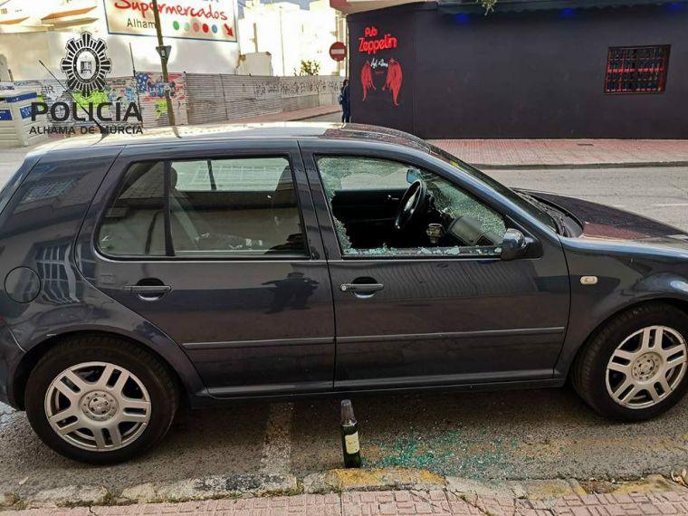 Destroza una ventanilla al ser interceptado por la Policía Local