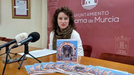 La concejala Eva Sánchez en la presentación de las actividades por el Día del Libro.