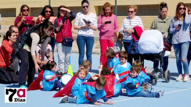 VÍDEO/FOTO Los niños de Los Cerezos celebran su Encuentro