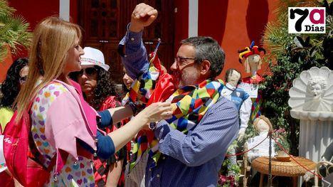 FOTOS Los Mayos, cita de amigos, familiares, políticos... y candidatos