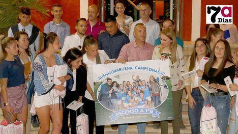 VÍD./FOT. Homenaje al Alhama CF Femenino al ascender a Primera B