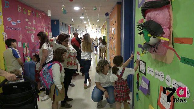 VÍD. Espectacular exposición 'humana' en el Colegio Azaraque