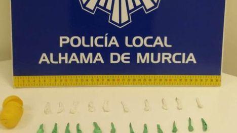 VÍDEO Detenido un vecino con papelinas de cristal y cocaína
