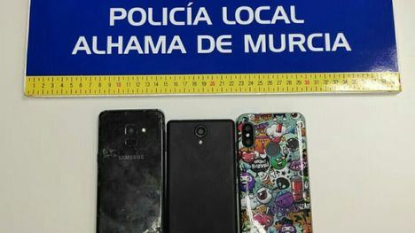 La Policía Local intercepta a un menor con 3 móviles robados