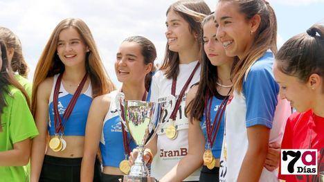 FOTOS Alhama logra 4 medallas en el Regional de Atletismo Escolar
