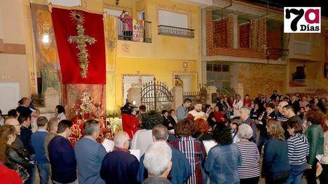 Emocionante Canto y Baile a la Cruz del 'Villa de Alhama'