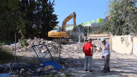 Comienza la demolición de los antiguos vestuarios en El Praíco