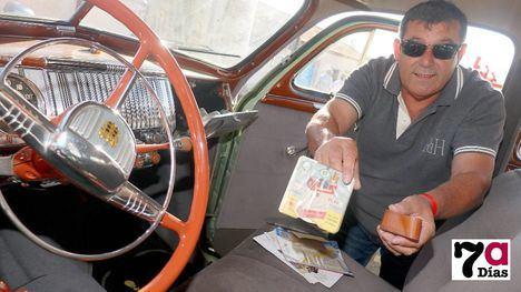 VÍD/FOTOS La música country cierra la cita de coches clásicos