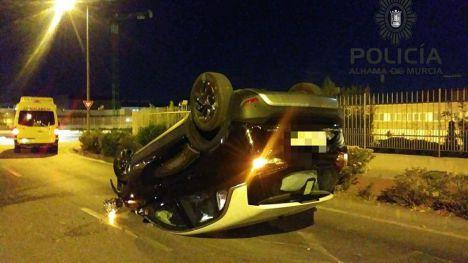 Detenido un conductor ebrio tras volcar el coche en el que viajaba