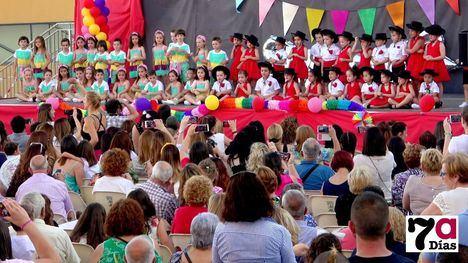 VÍDEO Los alumnos de Infantil del Azaraque triunfan con sus bailes