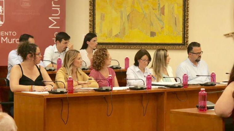 Cánovas acusa al PSOE de 'escudarse en el PP' para subirse el sueldo
