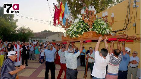 VI/FOT. El calor obliga a retrasar la procesión de S. Pedro en La Costera