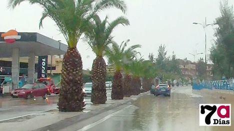 FOTOS: Una veintena de incidencias y problemas de tráfico por la lluvia