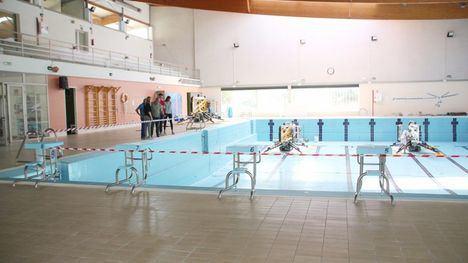 Comienzan las obras de la cubierta de la piscina climatizada