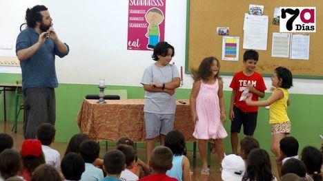 VÍD./FOT. Los niños del R. Codorníu aprenden música antigua