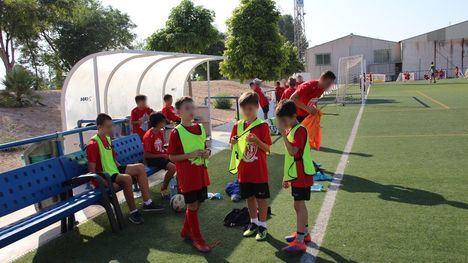 FOTOS Más de 100 niños participa en el Campus de Fútbol