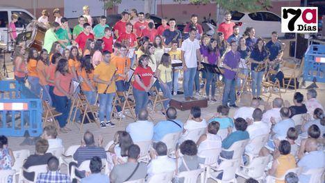 VÍDEO/FOTOS Un concierto 'de película' en el Jardín Cervantes