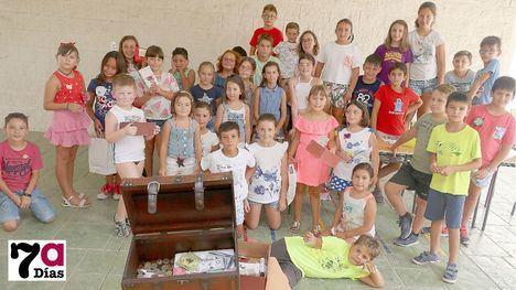 FOTOS La Escuela de Verano recauda 150 euros para Peludines