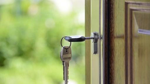 Condenado por cambiar la cerradura de la vivienda familiar