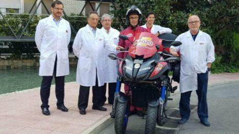 El equipo directivo ElPozo junto a la moto de enlace de La Vuelta 2019.