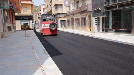 VID/FOT Comienza el asfaltado de la avenida Cartagena y Los Pasos