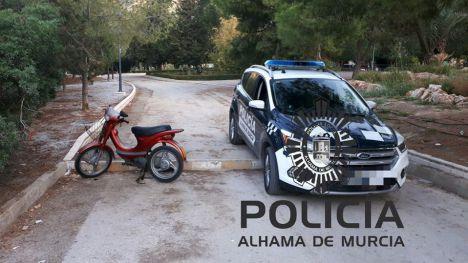 La Policía recupera un ciclomotor robado y localiza a los ladrones