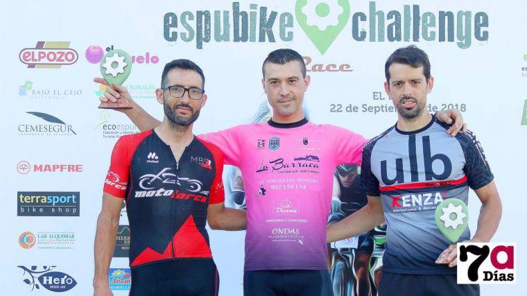 Imagen del podio de la Espubike Challenge Race de 2018 con Christian Pellicer (centro) y Antonio Ruiz y Francisco González, segundo y tercero del podio.