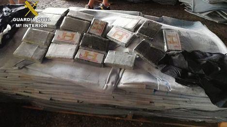 V/F Guardia Civil halla 127 kg de cocaína entre piel animal en Lorca